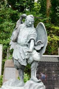 tengu-statue